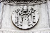 Rome, Italy, on February 24, 2010. A bas-relief on a building wall in Vatican — Photo