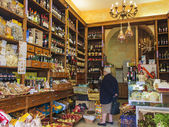 Rome, Italy, on February 25, 2010. Typical shop of a gastronomy — Stock Photo