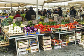 Rome, Italy, on February 26, 2010. Sale of fruit and vegetables in the city market — Stock Photo