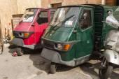 Rome, Italy, on February 26, 2010. The vintage three-wheeled car on the city street — Stock Photo