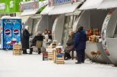 Pushkino, Russia, on December 27, 2010. A mini-market in the inhabited massif — Foto de Stock