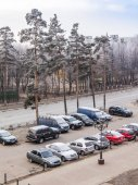 Pushkino, Russia, on November 30, 2014. early frosty morning at the end of fall. A view of a parking in the inhabited massif — Stock Photo