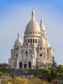 Paris, France, on May 3, 2013. A view of a basilica Sakre-Ker at top of Montmartre, one of city symbols — Stock Photo