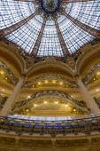 Paris, France, on April 30, 2013. A glass dome in modernist style of the flagman Gallery shop Lafayette, the author Jacques Gruber. — Foto Stock