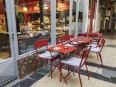 Paris, France, on May 4, 2013. Parisian Passage, typical look. Small cafe — Foto de Stock