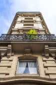 Paris, France, on May 3, 2013. Typical urban view. Historical house — Stock Photo