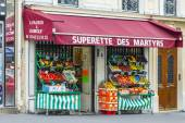 Paris, France, on May 3, 2013. Typical urban view in the spring afternoon. Shop of vegetables and fruit — Stock Photo