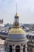 Paris, France, on March 25, 2011. An urban view from a survey terrace of Gallery Lafayette. Roofs of Paris — Stockfoto