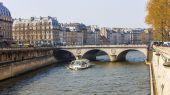 Paris, Frankrike, mars 27, 2011. Stadslandskapet. Seine och Napoleon Bridge — Stockfoto