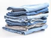 Pilha de jeans de vários tons — Fotografia Stock