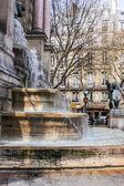 The fountain Seong Michel (the architect Gabriel David, 1855)) on Seong Michel Square in Latin quarter — Stock Photo