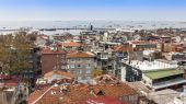 Istanbul, Turkey. April 28, 2011. City landscape. houses on the bank of the Bosphorus Strait — Stock Photo