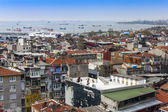 Istanbul, Turkey. April 28, 2011. A view of houses on the bank of the Bosphorus Strait from a high point — 图库照片
