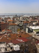Istanbul, Turkey. April 28, 2011. A view of houses on the bank of the Bosphorus. Urban roofs. — Stock Photo