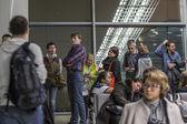 Moscou, Rússia, em 6 de março de 2015. As pessoas esperam que o embarque no avião no terminal D do Aeroporto Internacional Sheremetyevo — Fotografia Stock