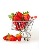 Large ripe strawberry in the cart for shopping — Fotografia Stock