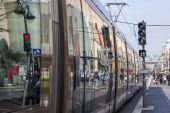 Nice, France, on March 13, 2015. The high-speed tram goes down the street Jean Madsen — Stock Photo