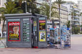 Nice, France, on March 14, 2015. A newsstand on the city street — Fotografia Stock