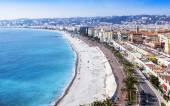 Nice, France, on March 13, 2015. The top view on Promenade des Anglais, one of the most beautiful embankments of Europe — Stock Photo