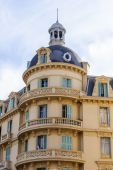 Nice, France, on March 7, 2015. Typical architectural details of historical building — Stockfoto