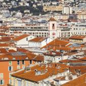 Nice, France, on March 7, 2015. The top view on red roofs of the old city — Photo