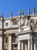 Rome, Italy, on March 6, 2015. Architectural details of St. Peter's Cathedral in Vatican — Stock Photo