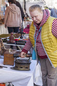 Nice, France, on March 9, 2015. Buyers consider vintage goods on a counter of a flea market on Cours Saleya Square. The Marche Du Cours Saleya market - one of the most known sights of Nice — Stock Photo