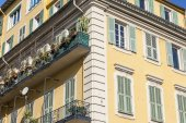 Nice, France, on March 10, 2015. Typical architecture of down town — Stock Photo
