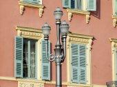 Nice, France, le 10 mars 2015. Détails architecturaux. Lampadaire ancien — Photo
