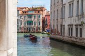 VENICE, ITALY - on APRIL 29, 2015. Boats on the typical Venetian street canal — Stock Photo