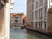 VENICE, ITALY - on APRIL 30, 2015. Typical urban view — Zdjęcie stockowe