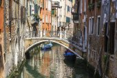 VENICE, ITALY - on APRIL 29, 2015. Typical Venetian street canal and ancient houses ashore — Stock Photo