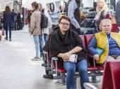 CANNES, FRANCE, on MARCH 12, 2015. Passengers expect the train at the railway station — Stock Photo