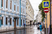 MOSCOW, RUSSIA, on MAY 24, 2015. City landscape. Pokrovskaya Street in rainy weather. Pokrovskaya Street - one of the central streets of Moscow which kept historical appearance — Stock Photo