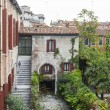 VENICE, ITALY - on MAY 1, 2015. House. A view from the window in a typical Venetian court yard — Stock Photo #75087627