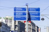 MOSCOW, RUSSIA. Navigation elements on the city street — Stock Photo