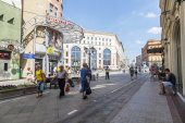 MOSCOW, RUSSIA, on JUNE 24, 2015. City landscape. A view of Lubyanskaya Square from Nikolskaya Street — Stok fotoğraf