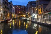 VENICE, ITALY - on MAY 2, 2015. Evening urban view. The canal and the embankment, lamps and their reflection in water — Stock Photo