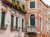 VENICE, ITALY - on MAY 3, 2015. Typical architectural details of ancient houses in island part of the city — Stok fotoğraf