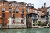 VENICE, ITALY - on MAY 3, 2015. City landscape. View of the coast of the Grand channel (Canal Grande) and typical architectural complex — Stock Photo
