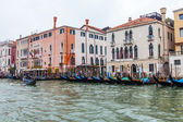VENICE, ITALY - on MAY 3, 2015. The gondolas moored at the coast of the Grand channel (Canal Grande) waiting for passengers — Stock Photo