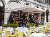 VENICE, ITALY - on MAY 4, 2015. Historical cafe Lavena open-air on San Marko Square. The cafe is attractive to tourists — Stock Photo