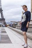Paris, Fransa, 1 Eylül 2015 tarihinde. Turist Eyfel Kulesi fotoğrafı — Stok fotoğraf