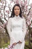 Vietnamese girl in White Ao Dai — Stock Photo