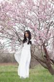 Flirting Vietnamese girl in White Ao Dai — Stock Photo