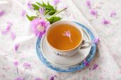 Cornflower tea with simple cornflower — Stock Photo