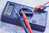 Multimeter on the electrical circuit. close-up — Stock Photo