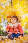 Happy playful baby in the autumn park — Stock fotografie