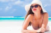 Long haired girl in bikini and straw hat on tropical caribbean beach — Stock Photo