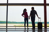 Couple holding hands and waiting at airport terminal — Foto de Stock